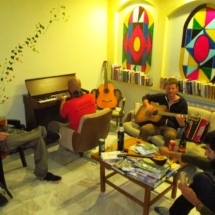 HostelMeteora-guests-playing-music